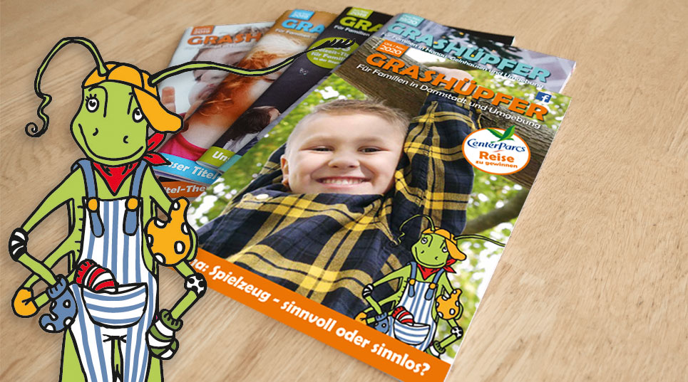GRASHÜPFER-Magazine liegen aufgefächert auf einem Tisch