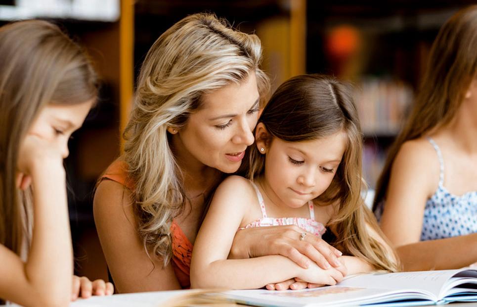 Mutter liest vor