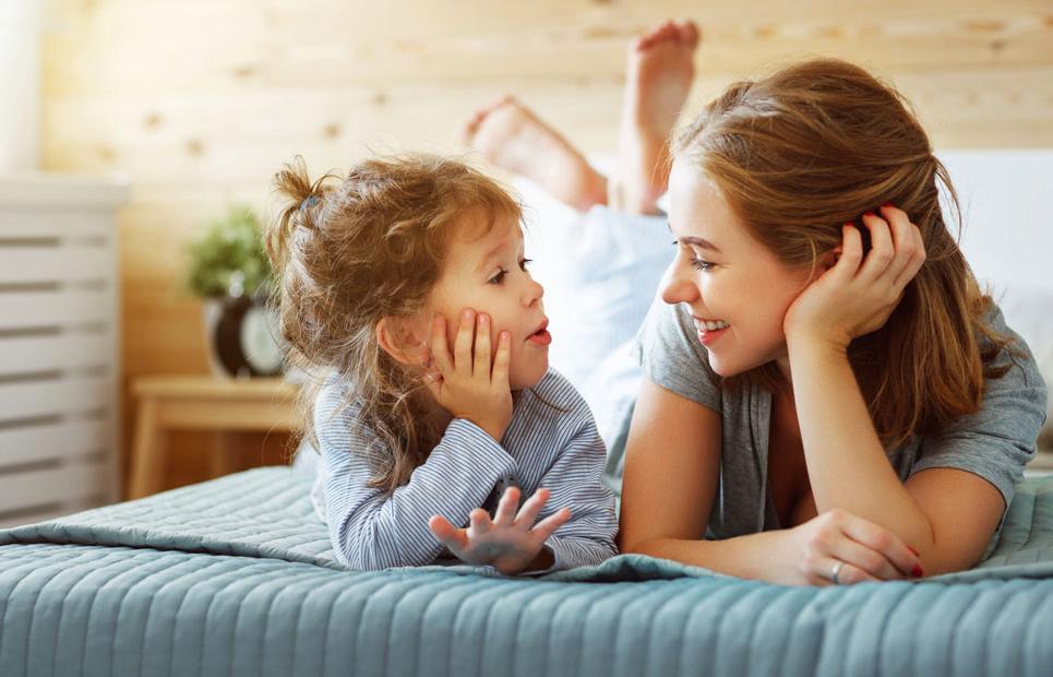 Mutter spricht mit Tochter