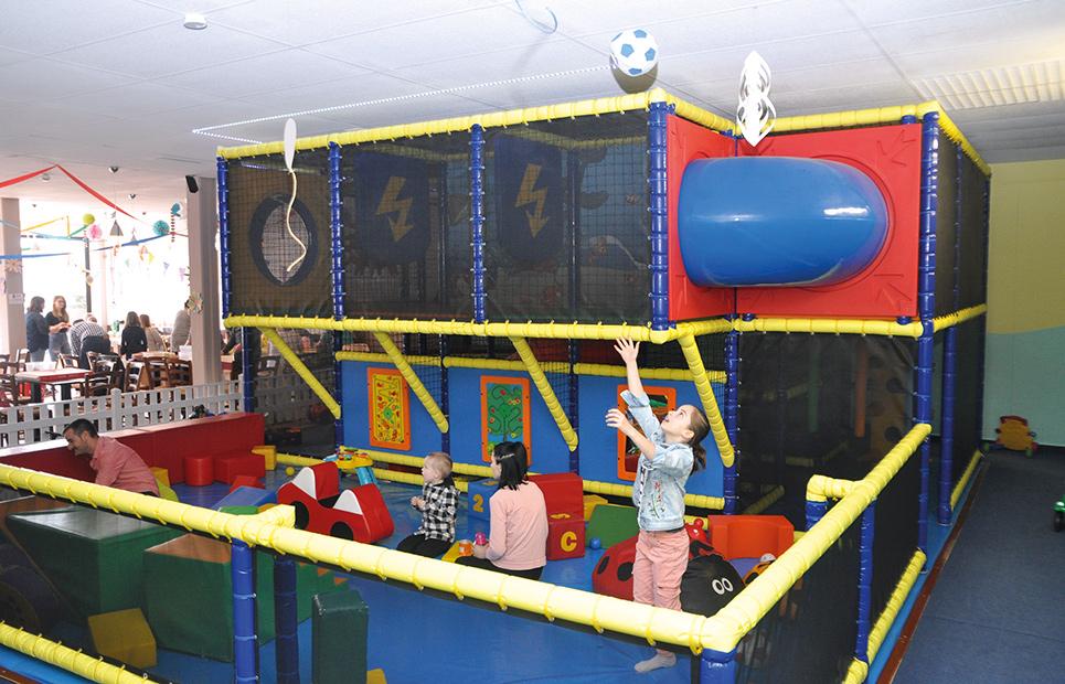 Bällebad im Kinderspielcafé Plüschbär